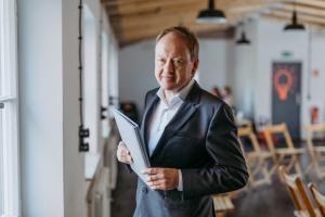 Prof. Dr. Roland Schwesig - Studiengangsleiter Wirtschaftsinformatik (B.Sc.)